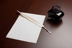 Quill, tinta e papel Fotografia de Stock