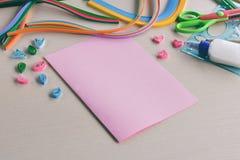 Метод Quilling Handmade ремесла на празднике: День рождения, мать или День отца, 8-ое марта, свадьба Концепция DIY детей стоковое изображение