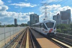 Quilolitro rápido - trem leve do trilho em Kuala Lumpur, Malásia Fotografia de Stock