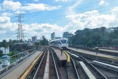 Quilolitro rápido - trem leve do trilho em Kuala Lumpur, Malásia Fotos de Stock