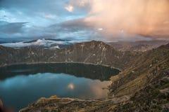 Quilotoa破火山口和湖,安地斯,厄瓜多尔 库存照片