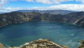 Quilotoa krater, lagun, smaragd arkivfoton