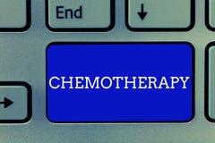 Quimioterapia del texto de la escritura Modo eficaz del significado del concepto de tratar tejidos cacerígenos en el cuerpo fotografía de archivo