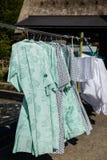 Quimono de secagem em ganchos no japonês tradicional e histórico foto de stock