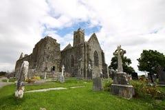 Quin Abbey fördärvar i Irland Arkivbilder