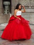Quinceanera i en röd klänning Royaltyfria Bilder
