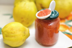 Quinces and quince jam Royalty Free Stock Photos