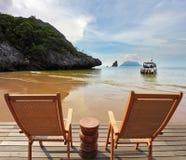 Quindi è di ammirare la spiaggia sabbiosa del mare Fotografia Stock