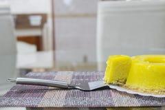 Quindim, Brazylijski deser - kolor żółty, wibrujący zdjęcie stock