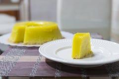 Quindim, Brazylijski deser - kolor żółty, wibrujący zdjęcia stock