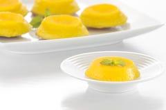 Quindim - noix de coco brésilienne Flan Photos libres de droits