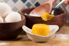 Quindim, smakelijk dessert dat met eieren wordt gemaakt royalty-vrije stock afbeeldingen