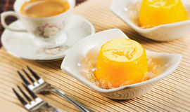 Quindim, smakelijk die dessert met eieren wordt gemaakt stock foto's