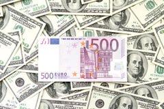 Quinientos euro y mucho cientos dólares de notas Imágenes de archivo libres de regalías