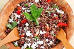 Quinoa και κόκκινη σαλάτα φασολιών Στοκ Φωτογραφίες