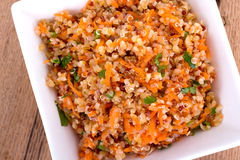 Quinoa και bulgur σαλάτα καρότων στοκ εικόνα με δικαίωμα ελεύθερης χρήσης