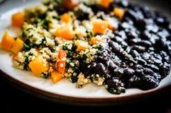 Quinoa με τα λαχανικά και τα μαύρα φασόλια Στοκ φωτογραφία με δικαίωμα ελεύθερης χρήσης