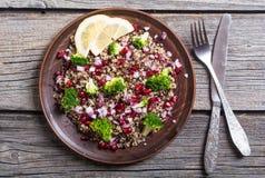 Quinoa σαλάτα με το ρόδι Στοκ εικόνα με δικαίωμα ελεύθερης χρήσης