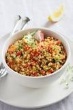Quinoa σαλάτα με το μίγμα, το λεμόνι και το θυμάρι λαχανικών Στοκ Φωτογραφίες