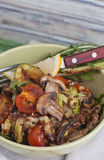Θερμή κόκκινη quinoa σαλάτα Στοκ Εικόνες