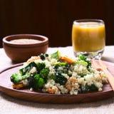 Quinoa avec des légumes image stock
