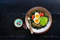 Quinoa, boerenkool en eikom stock afbeeldingen