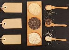 Quinoa-, chia- und amarantussamen in den hölzernen Löffeln Lizenzfreies Stockbild