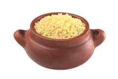 Quinoa cozinhado na bacia rústica foto de stock royalty free
