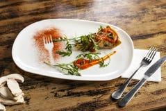 Quinoa des grünen Salats, Avocado, Gurke, frischer Kopfsalat, Kräuter und Samen Köstliches gesundes ausgeglichenes Essen Stockbild