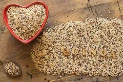 Quinoa in een Rode hart gevormde kom Royalty-vrije Stock Fotografie
