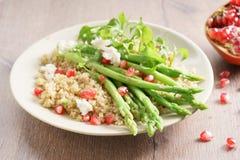 Quinoa i asparagusa sałatka Fotografia Stock