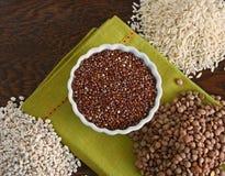 Quinoa linser, ris, korn Arkivfoton