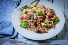 Quinoa med grönsaker royaltyfri foto