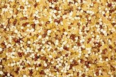 Quinoa- och bulgurmakrobakgrund Arkivbild