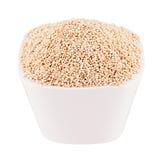 Quinoa real w białym pucharze, zbliżenie, odizolowywający Szablon dla menu, pokrywa, reklamuje fotografia royalty free