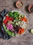 Quinoa y cuenco de los veggies Sano, vegetariano, comida de la dieta Foto de archivo