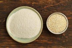 Quinoa y harina de la quinoa Fotos de archivo