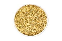 Quinoa zaden in een kop Stock Afbeeldingen