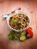 Quinoasald med grönsaker, arkivfoton