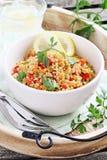 Quinoasallad med grönsaker, örter och citronen Royaltyfria Foton