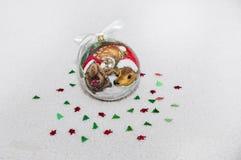 Quinquilharia decorativa do Natal no fundo branco imagens de stock royalty free