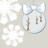 Quinquilharia do Natal com curva e flocos de neve Imagens de Stock Royalty Free