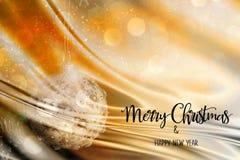 Quinquilharia do Natal em um ouro e em um fundo abstrato de prata Foto de Stock Royalty Free