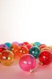 Quinquilharias do Natal no backround do whte Lugar para o texto Imagem de Stock Royalty Free
