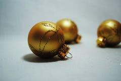 Quinquilharias douradas pequenas Imagem de Stock