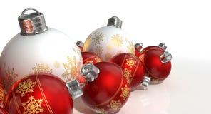 Quinquilharias ornamentado de Matte White And Red Christmas Fotografia de Stock Royalty Free