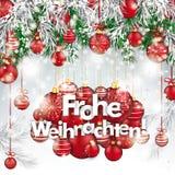 Quinquilharias vermelhas congeladas Natal Frohe Weihnachten dos galhos verdes do abeto Fotografia de Stock