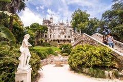 Quinta da Regaleira är en världsarv av UNESCO med i det kulturella landskapet av Sintra Portugal Arkivfoton