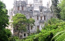Quinta da Regaleira Palace dans Sintra, Portugal vue de parc au bâtiment de gothc Photographie stock libre de droits