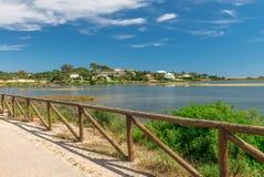 Quinta hace el paisaje de Lago, en Algarve Imagen de archivo libre de regalías